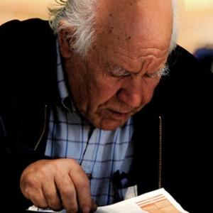 older_man_reading